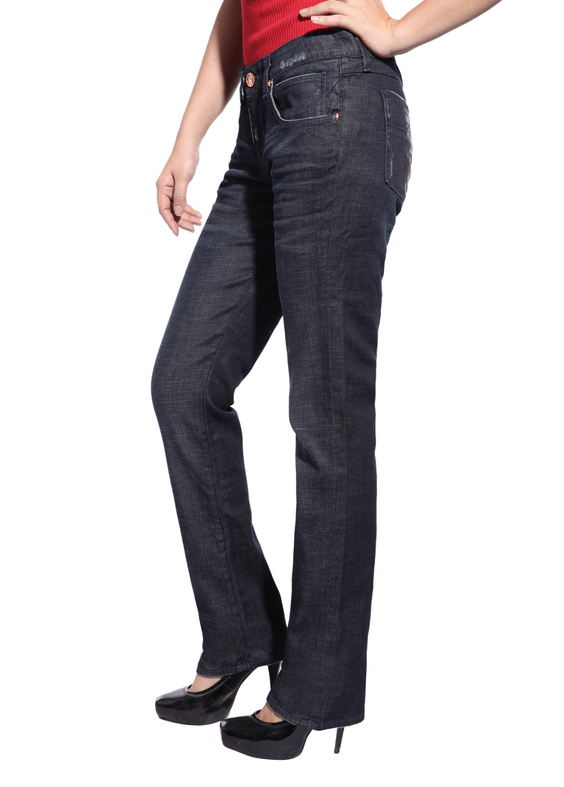 A casual wear favorite, these stretch jeans by Lee feature functional five-pocket styling with back pocket embroidery, relaxed fit, and a straight leg profile. Inseam measures 31 inches, measured from a size 8.